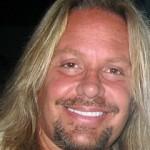 Фронтмен Mötley Crüe идет по стопам Брюса Дикинсона. Видео