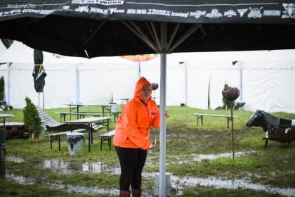 """Этот огромный зонт явно не был лишним на 26-м """"Вакене""""."""