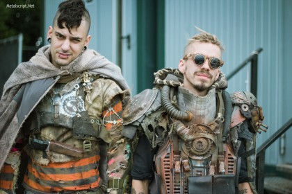 """Эти колоритные ребята,  одновременно напоминающие персонажей популярной видеоигры Fallout и фильма """"Безумный Макс"""", выступали на Wasteland Stage."""